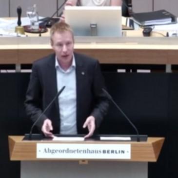 """Rede im Parlament zum Thema """"Demokratie als Schulfach"""""""