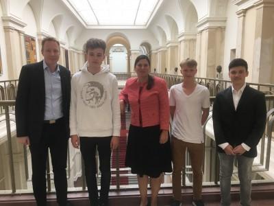 Im Abgeordnetenhaus mit Bildungssenatorin Sandra Scheeres und Dennis Buchner.