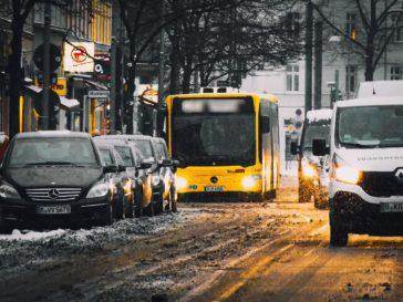 Grüne Verkehrspolitik am Stadtrand: wie innovativer Nahverkehr ausgebremst wird